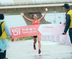 【賽事】雨中奔跑!運動女孩不畏風雨綻放美麗的自己  張芷瑄展現自信奪下后冠