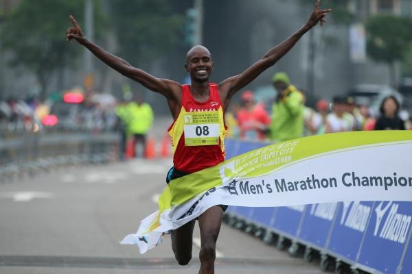 肯亞旋風襲台 萬金石男女雙破大會紀錄