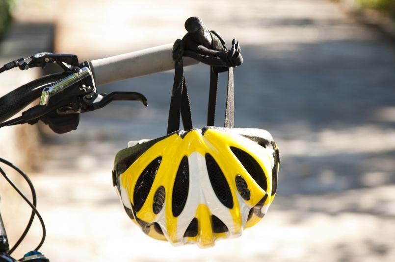 騎行安全:騎車一定要戴安全帽?