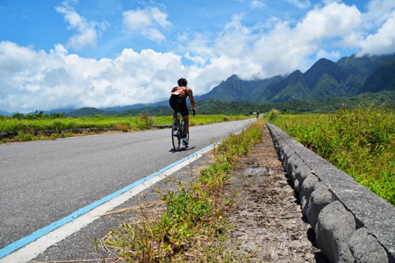 除了泛舟,路跑段峡谷壮丽,自行车路段台    线优美风景,怎麼能不来呢?