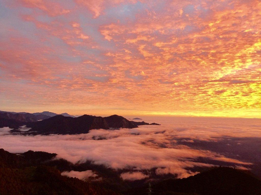中央山脈最高的美麗湖泊七彩湖_570335