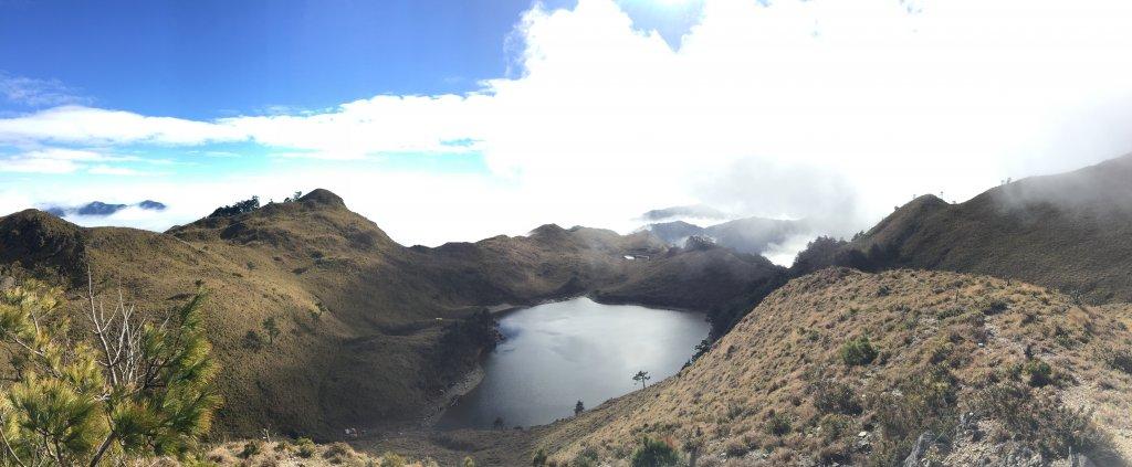 中央山脈最高的美麗湖泊七彩湖_570314