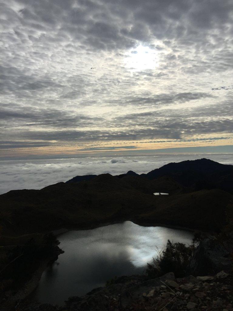 中央山脈最高的美麗湖泊七彩湖_570318