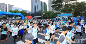 【賽事】舒跑杯三萬人今晨路跑 空品綠燈開心跑