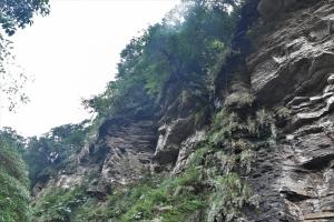 姜子寮山、絕壁