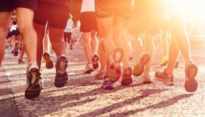 【超馬】24 小時繞運動場跑馬拉松 他們是不是瘋子?