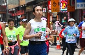 【新聞】警界長跑勇腳陳仁輝退休 允諾每年跑國際馬拉松