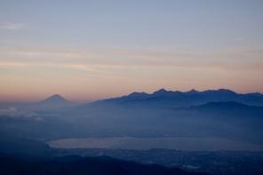 遙望富士山的高波至高原
