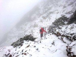 【新聞】玉山又下雪了!呼籲山友應準備齊全才能上山!!