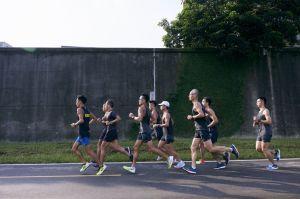 【跑步裝備】選對馬拉松戰靴 在賽道上突破極限