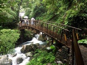 雨中的浪漫 - 漫步宜蘭冬山新寮瀑布
