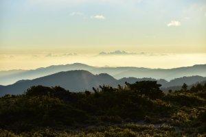 超美的大小霸尖山~感謝攻頂時雲散現藍天