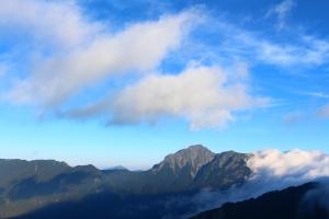 陽光合歡,東峰與尖山