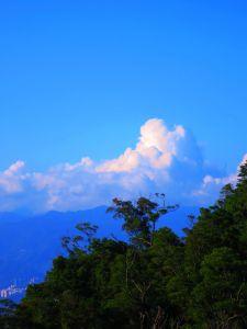 站上拇指山與象山之巔-南港山縱走步道