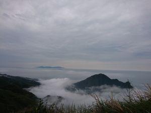 雲霧中的燦光寮山