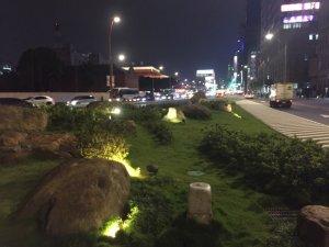北車左右護法:北門口花崗石&台北節點不鏽鋼標