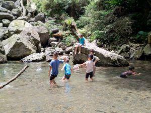 親子同享山水之樂