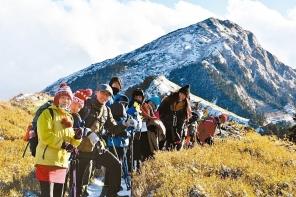 【新聞】高風險家庭孩子挑戰百岳 「只能向前」