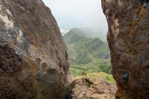 雲霧繚繞的茶壺山