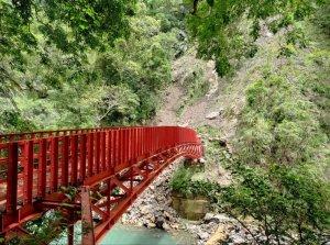 【新聞】桃園小烏來瀑布橋梁毀損暫不建新橋 只能遠眺或上網看