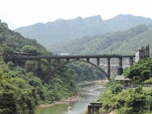 【新北市】三層瀑布峭壁精靈