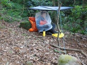 【戶外百科】臨時得在山裡過一夜!沒有帳蓬睡袋,怎樣保持不失溫?