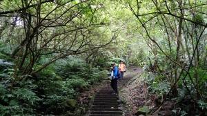 繩梯絕壁,險攀石筍尖北稜斷崖