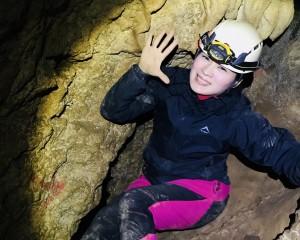 秘境探洞~石灰岩層中錯綜複雜的溶洞與鐘乳石!