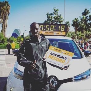 【賽事】半馬破世界紀錄!肯亞好手Kiptum西班牙封王