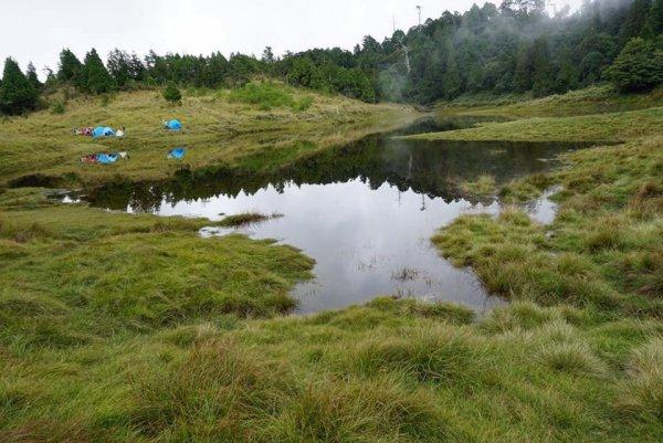 散落的珍珠加羅湖