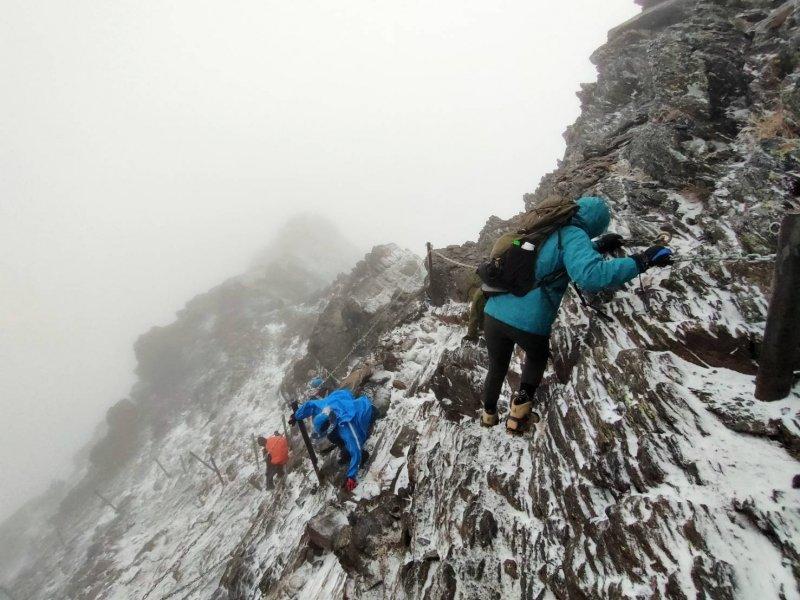 【新聞】玉山主、北峰有降雪情形,近日前往之山友須多加注意