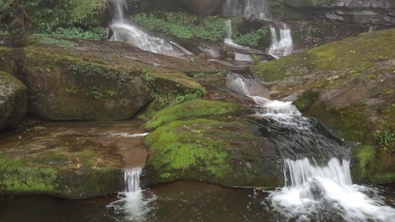 風雨飄搖中的石夢谷,情人谷瀑布