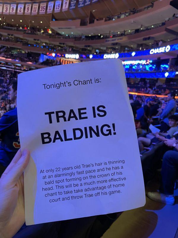 【影片】NBA / 尼克主場出奇招 球迷噓聲口號是「Trae Young禿頭」