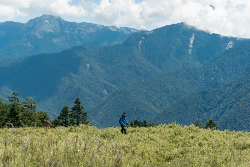 百岳新手超適合!「閂山」兩天一夜享無敵展望、漫步療癒大草原