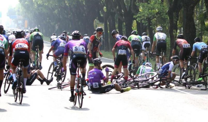 環台賽第四站發生摔車意外。中華民國自由車協會/提供。