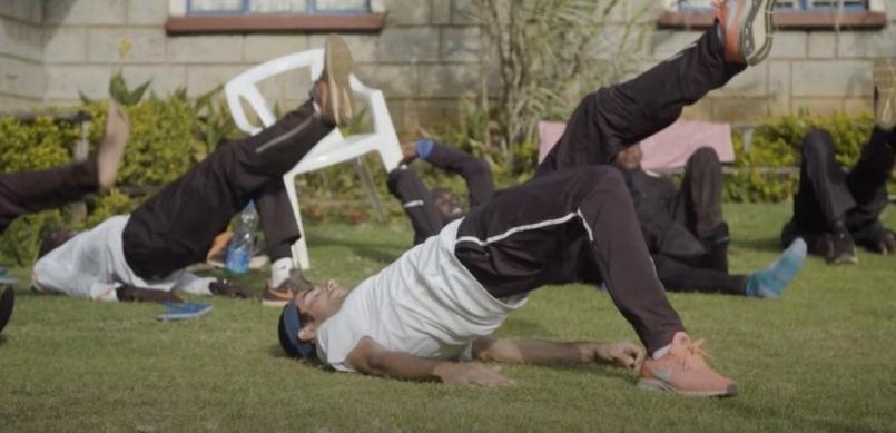 【訓練】馬拉松紀錄保持者 Eliud Kipchoge 快速 簡單 但困難的核心訓練