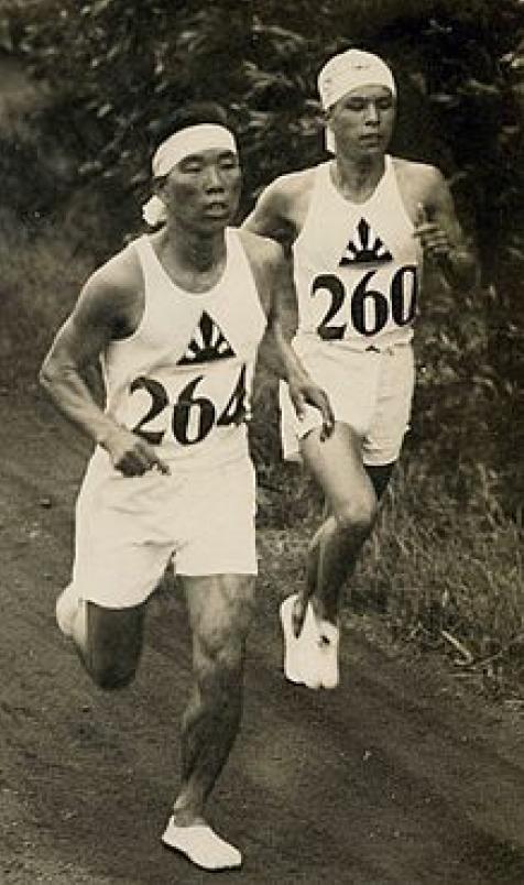 左:山田兼松 右:津田晴一郎