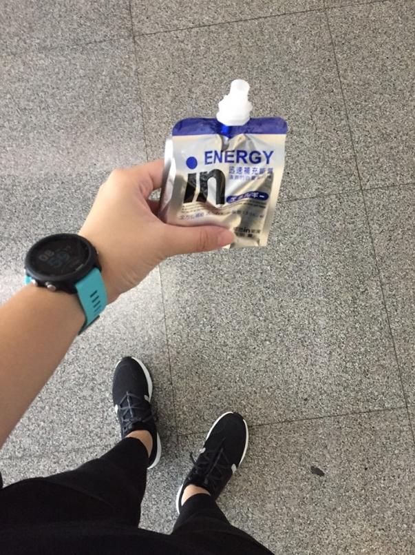 上課前只喝了能量果凍下課後先早餐再去萬華運動中心親自報到領物資後回家準備明天參賽裝備。